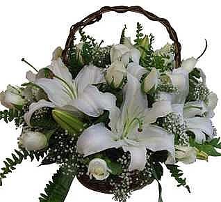 Beyaz gül ve lilyumlar