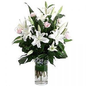 Lilyum ve pembe güller