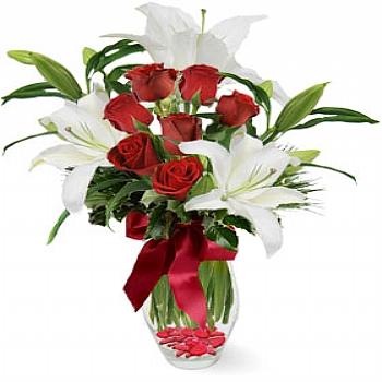 Güller ve beyaz lilyum